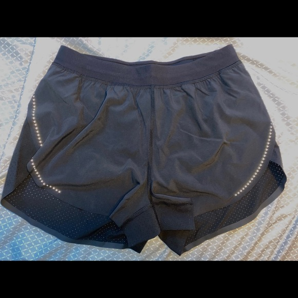 FIND YOUR PACE LULULEMON SHORTS